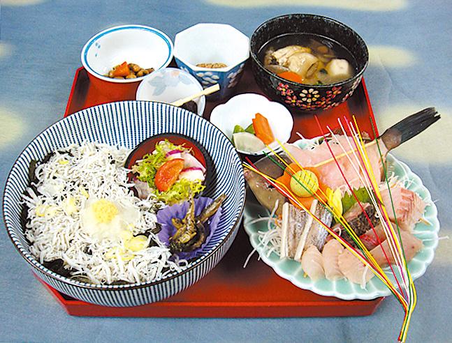 弁天(しらす丼+お刺身)